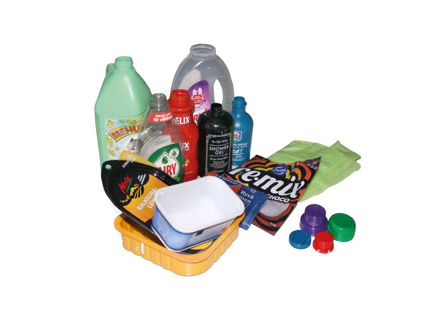 Muovijätettä: muovipakkaukset ja -korkit.