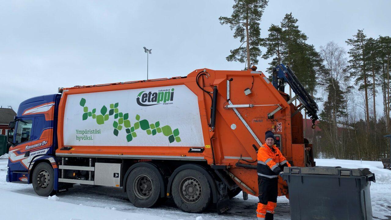 Korkonen Oy:n jäteauto ja jätekuljettaja
